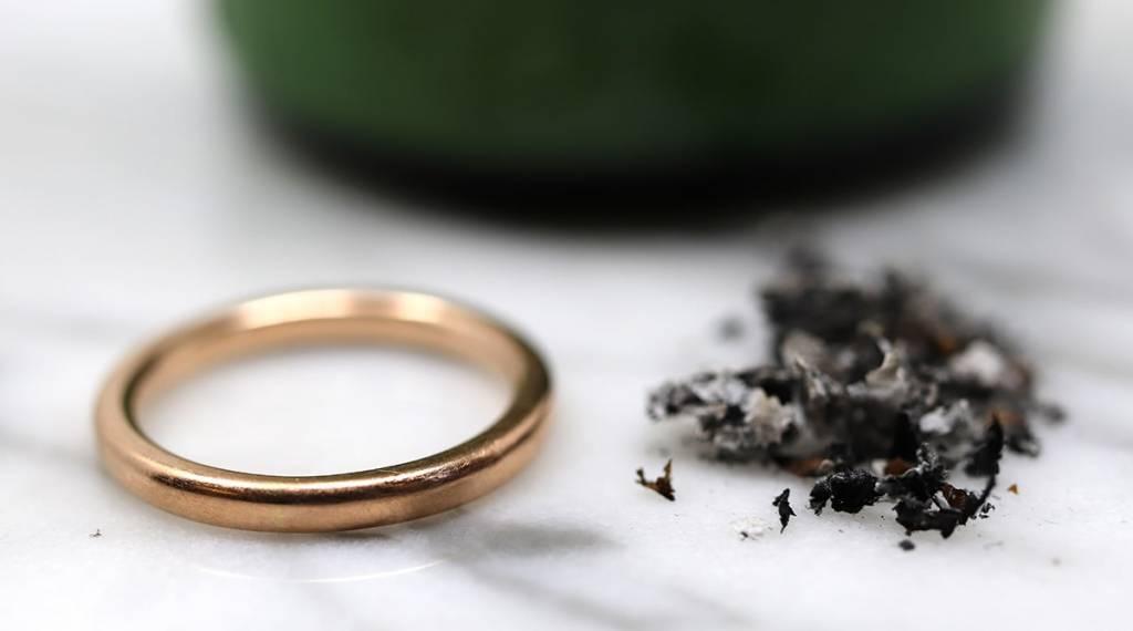astuce des cendres pour nettoyer ses bijoux en or