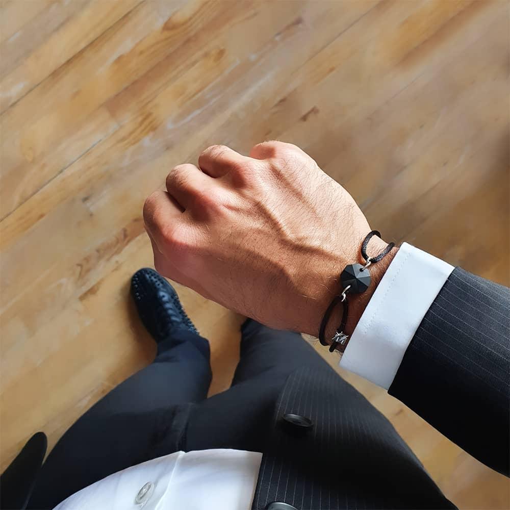bracelet-luxe-homme-cristal-noir-sur-cordon