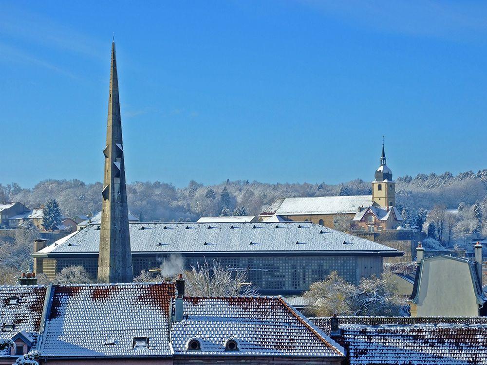 église en lorraine sous la neige