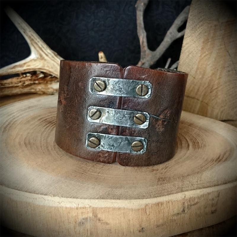 bracelet de force en cuir style medieval