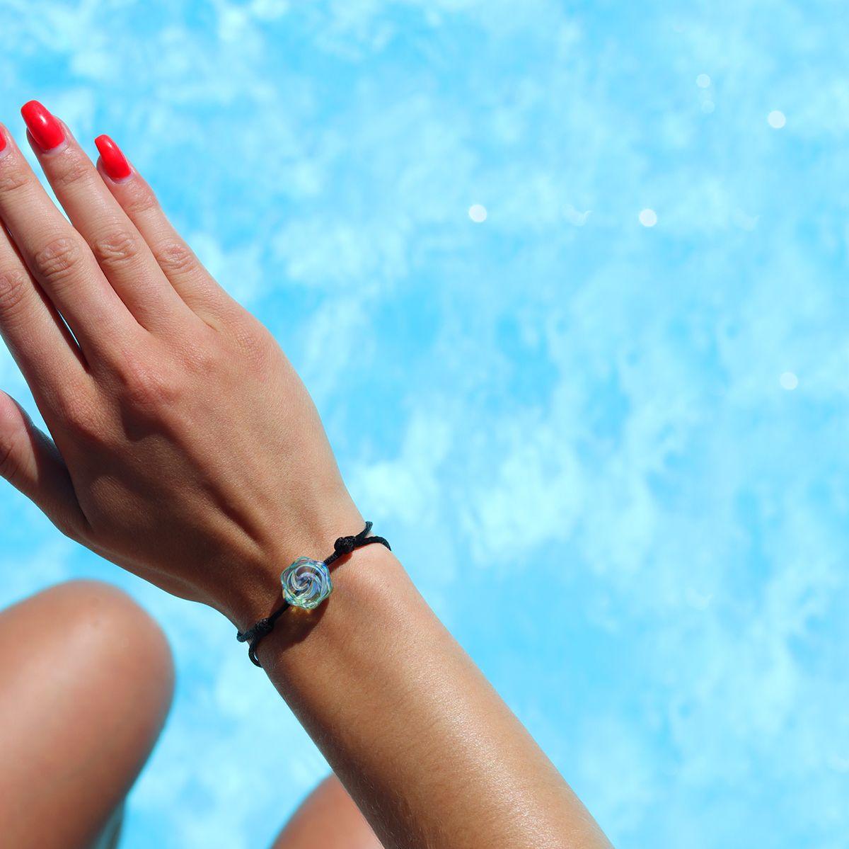 bracelet-femme-piscine