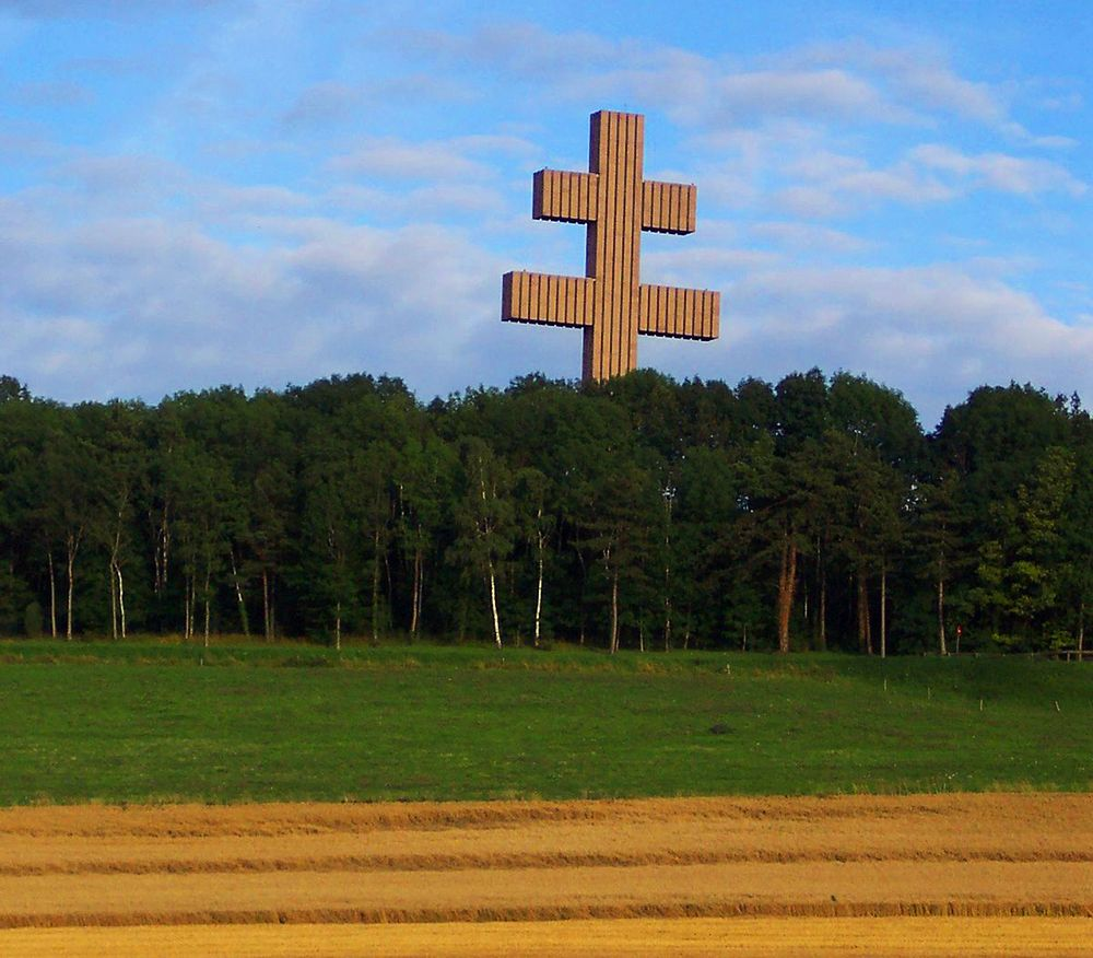 memorial croix de lorraine a colombey