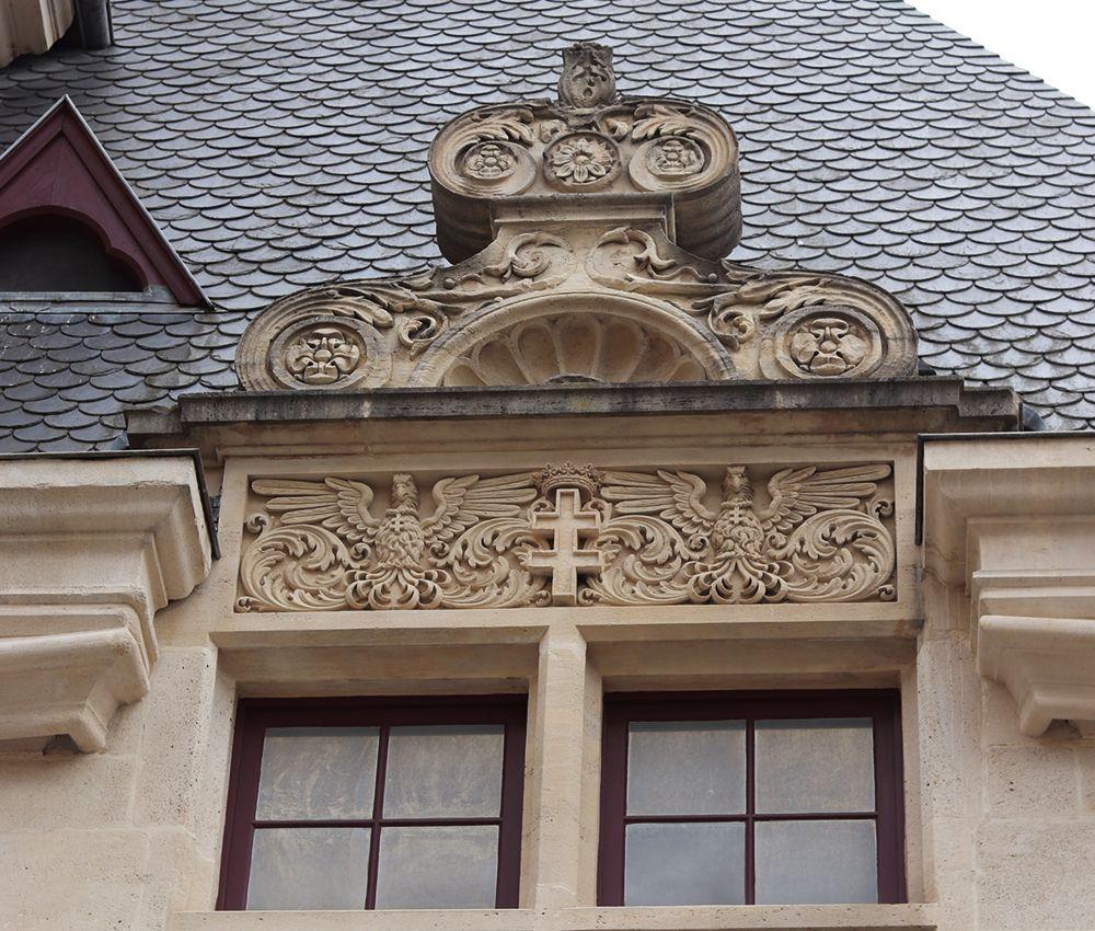 monument Nancy avec la croix de lorraine