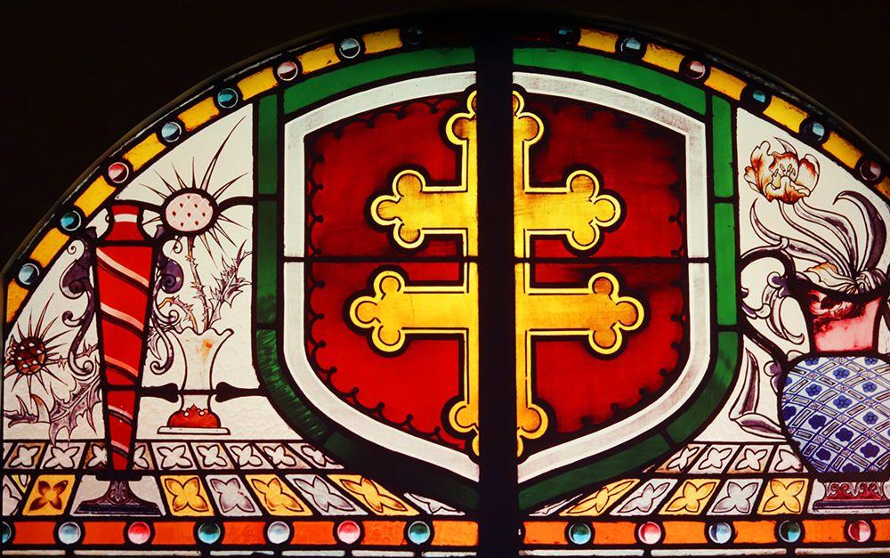 verriere de Desire Christian avec la croix de Lorraine