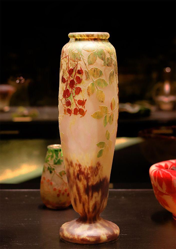 vase aux églantiers Daum france au musee des beaux arts de Nancy