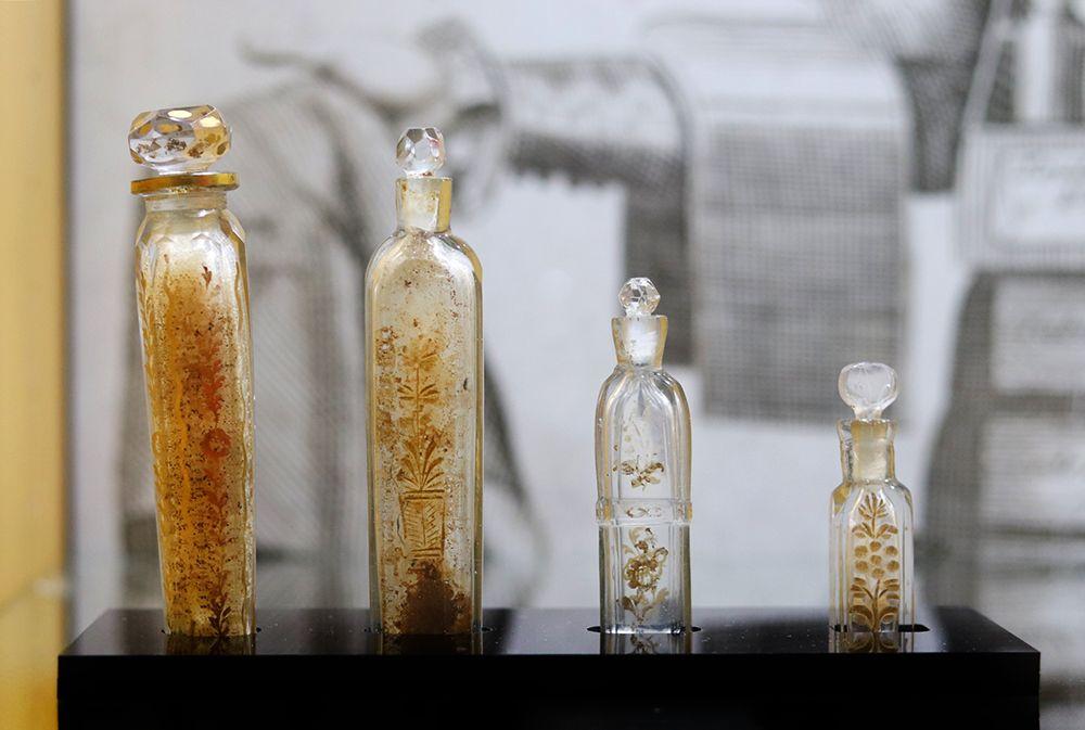flacon-parfum-XVIII-cristal-francais