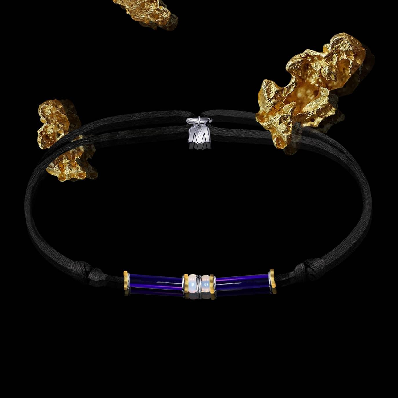 bracelet sur cordon en verre bleu et plaque or Ramses II