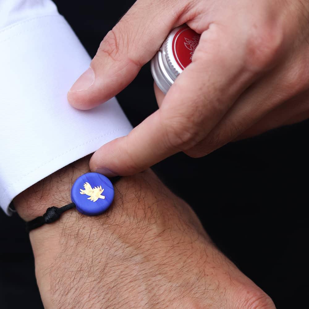 bracelet-chardon-bleu-sur-cordon